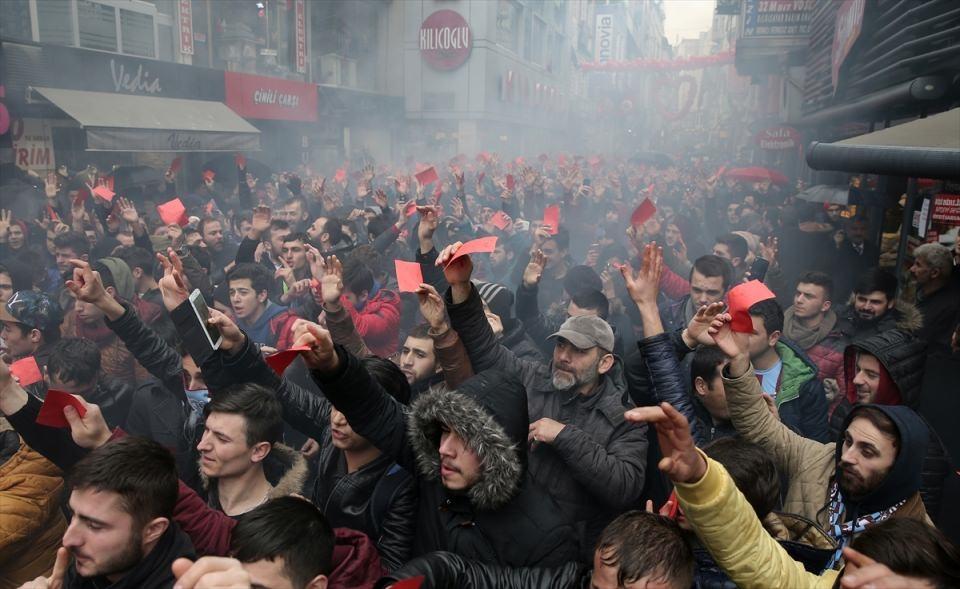 Trabzon'da kırmızı kartlı protesto 1