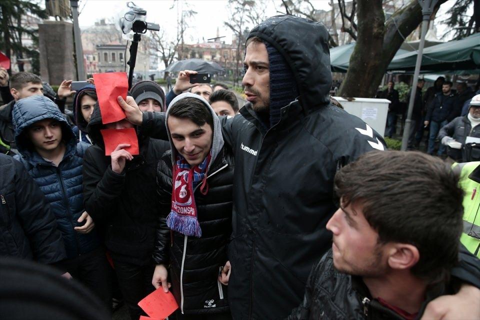 Trabzon'da kırmızı kartlı protesto 12