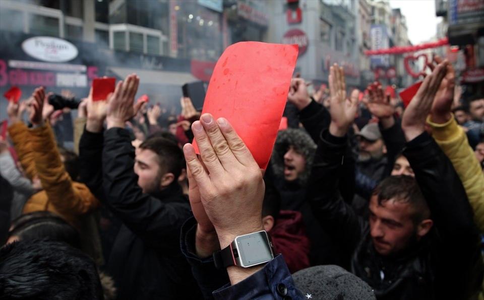 Trabzon'da kırmızı kartlı protesto 2