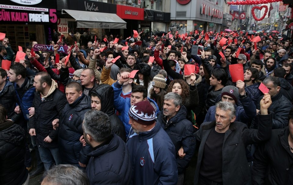 Trabzon'da kırmızı kartlı protesto 3