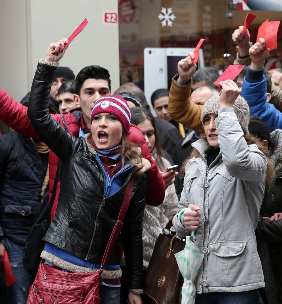 Trabzon'da kırmızı kartlı protesto 4