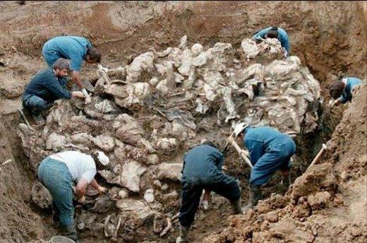 Srebrenitsa katliamının korkunç fotoğrafları 16