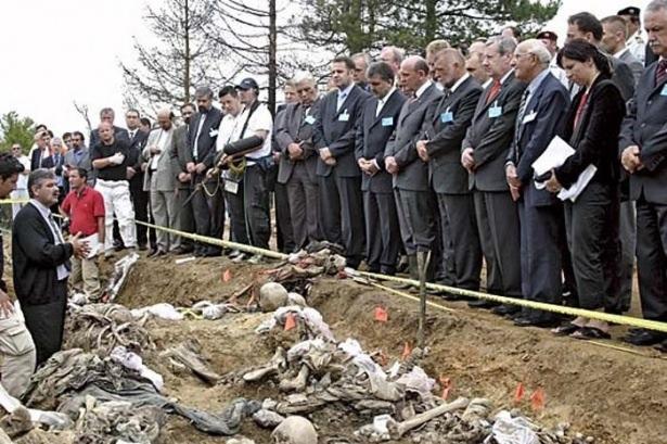 Srebrenitsa katliamının korkunç fotoğrafları 18