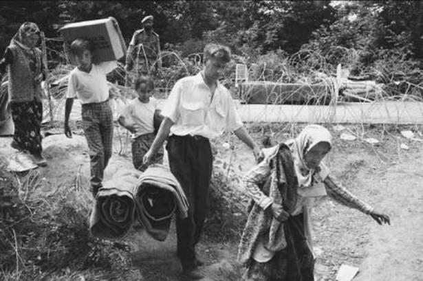 Srebrenitsa katliamının korkunç fotoğrafları 19