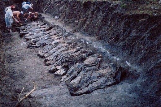 Srebrenitsa katliamının korkunç fotoğrafları 2
