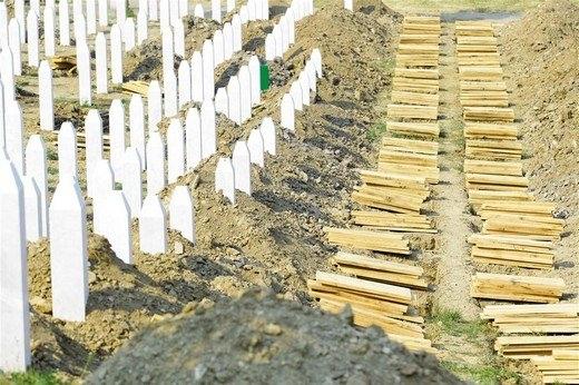 Srebrenitsa katliamının korkunç fotoğrafları 23