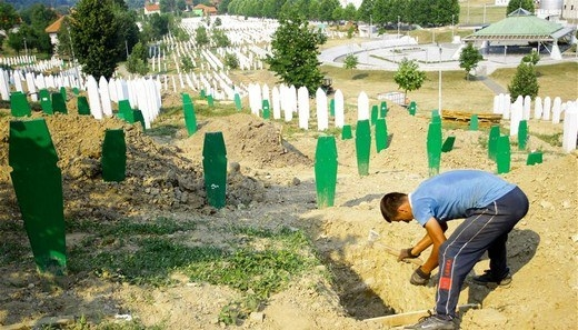 Srebrenitsa katliamının korkunç fotoğrafları 24