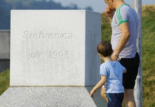 Srebrenitsa katliamının korkunç fotoğrafları 25