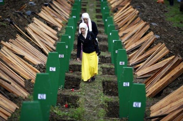 Srebrenitsa katliamının korkunç fotoğrafları 31