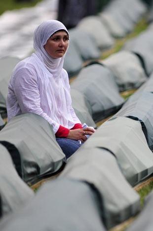 Srebrenitsa katliamının korkunç fotoğrafları 32