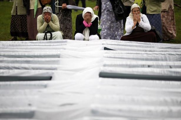 Srebrenitsa katliamının korkunç fotoğrafları 34