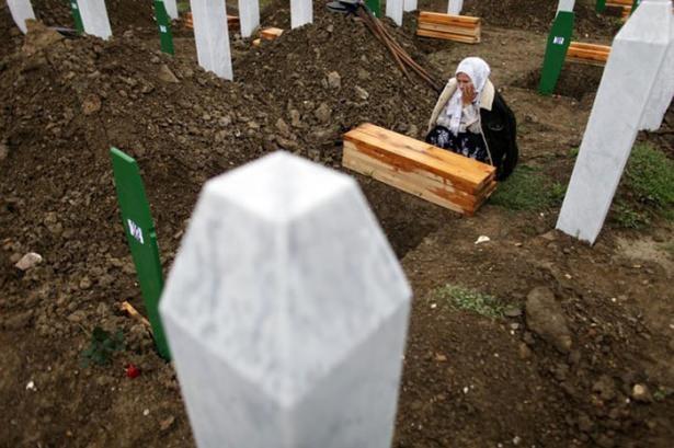Srebrenitsa katliamının korkunç fotoğrafları 35