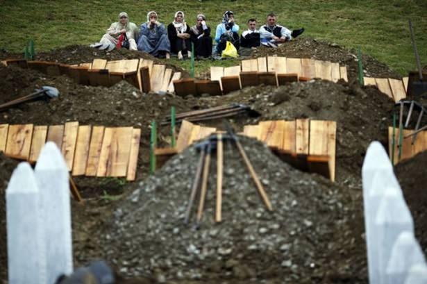 Srebrenitsa katliamının korkunç fotoğrafları 36