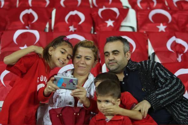 Türkiye-İsveç maçından kareler 12