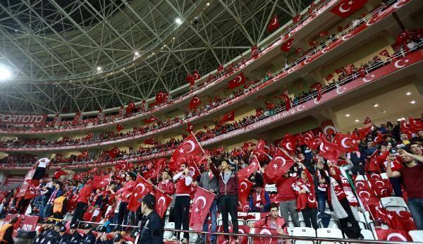 Türkiye-İsveç maçından kareler 3