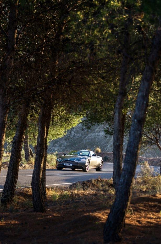 Aston Martin DB11 Türkiye'ye geliyor 32