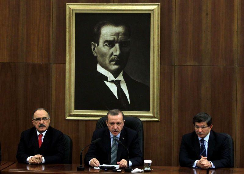 İki yol arkadaşı 'Erdoğan ve Davutoğlu' 23