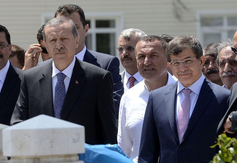 İki yol arkadaşı 'Erdoğan ve Davutoğlu' 27