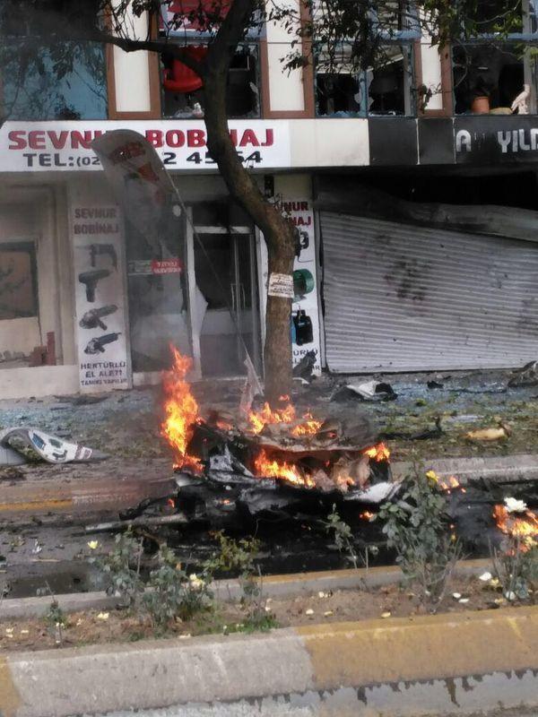 Sancaktepe'de askeri kışla karşısında patlama 15
