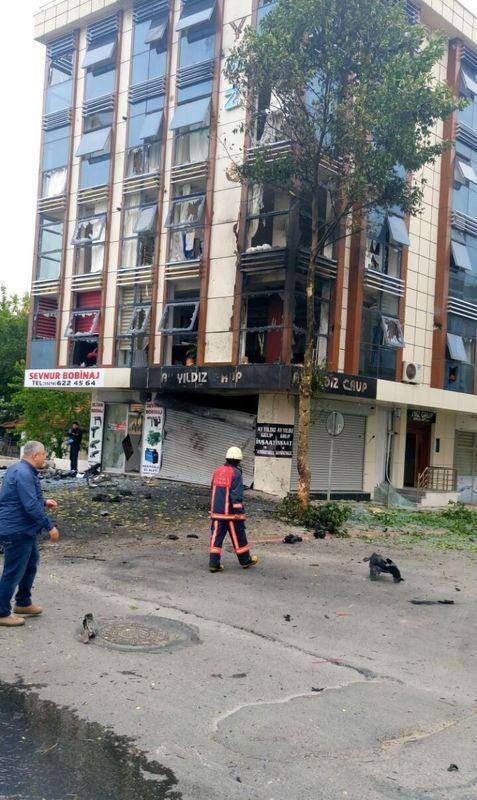 Sancaktepe'de askeri kışla karşısında patlama 6