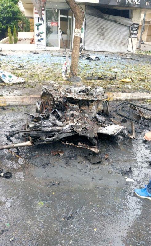 Sancaktepe'de askeri kışla karşısında patlama 7