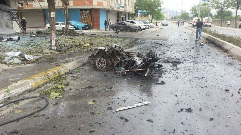 Sancaktepe'de askeri kışla karşısında patlama 8