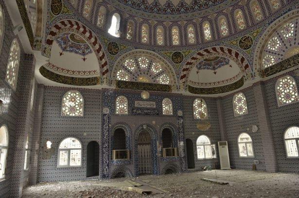 PKK'lı teröristler cami ve okulu yakıp yıktı! 1