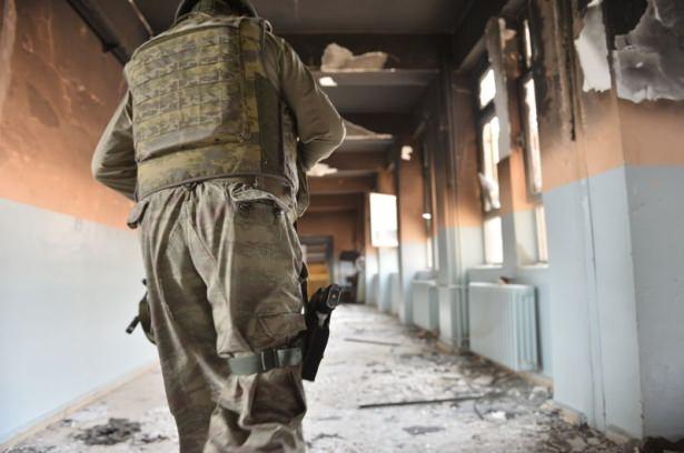 PKK'lı teröristler cami ve okulu yakıp yıktı! 10