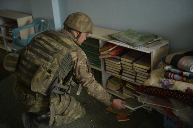 PKK'lı teröristler cami ve okulu yakıp yıktı! 11