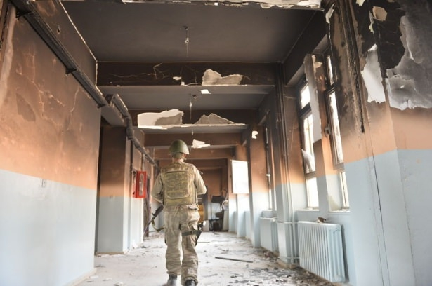 PKK'lı teröristler cami ve okulu yakıp yıktı! 12