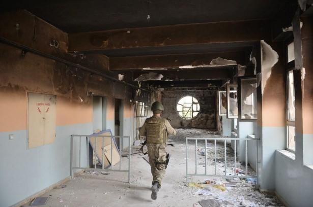 PKK'lı teröristler cami ve okulu yakıp yıktı! 4