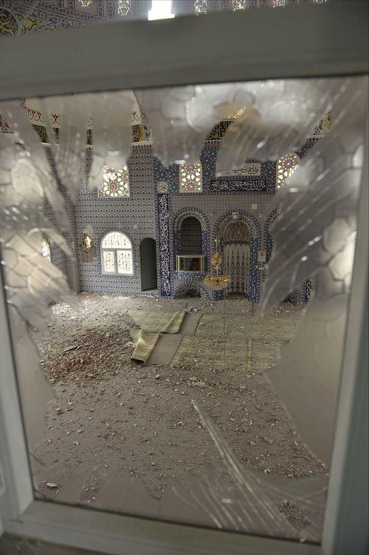 PKK'lı teröristler cami ve okulu yakıp yıktı! 7