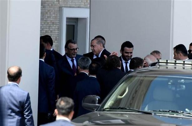 Sümeyye Erdoğan ve Selçuk Bayraktar'ın düğününden ilk kareler 17