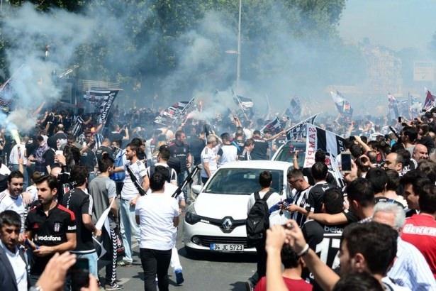 Beşiktaş taraftarı kutlamalara erken başladı 1