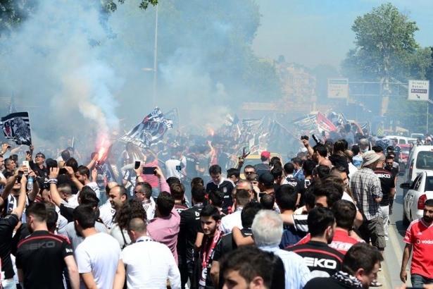 Beşiktaş taraftarı kutlamalara erken başladı 10