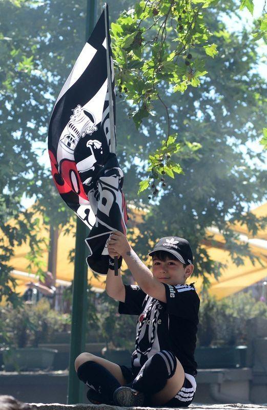 Beşiktaş taraftarı kutlamalara erken başladı 12