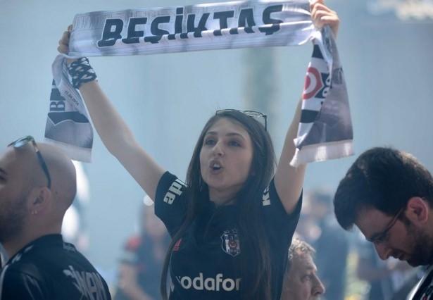 Beşiktaş taraftarı kutlamalara erken başladı 14