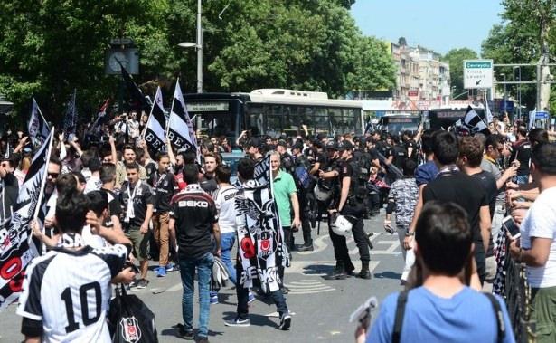 Beşiktaş taraftarı kutlamalara erken başladı 17