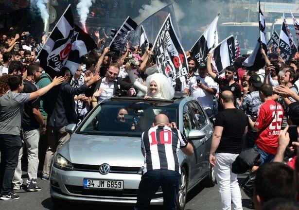 Beşiktaş taraftarı kutlamalara erken başladı 18