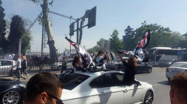Beşiktaş taraftarı kutlamalara erken başladı 20