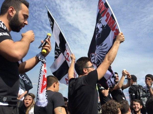 Beşiktaş taraftarı kutlamalara erken başladı 24