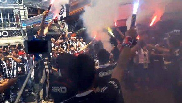Beşiktaş taraftarı kutlamalara erken başladı 25
