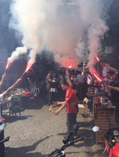 Beşiktaş taraftarı kutlamalara erken başladı 26