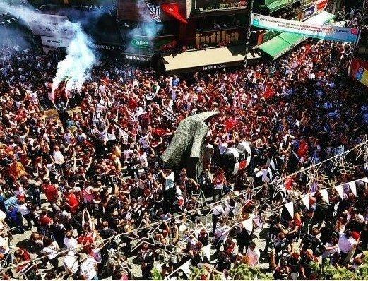 Beşiktaş taraftarı kutlamalara erken başladı 29