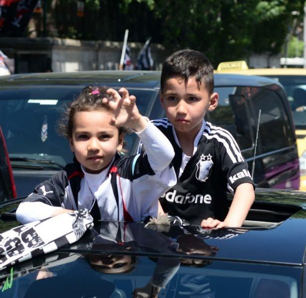Beşiktaş taraftarı kutlamalara erken başladı 3