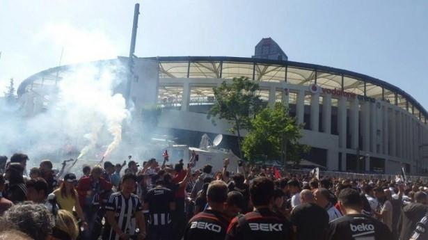 Beşiktaş taraftarı kutlamalara erken başladı 32