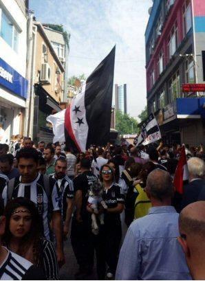 Beşiktaş taraftarı kutlamalara erken başladı 33