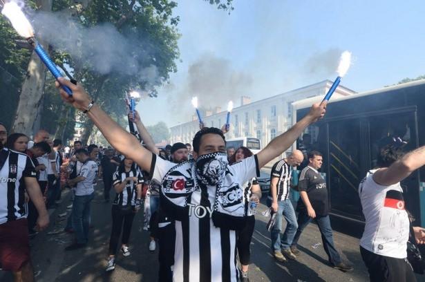 Beşiktaş taraftarı kutlamalara erken başladı 34