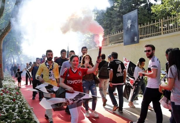 Beşiktaş taraftarı kutlamalara erken başladı 36