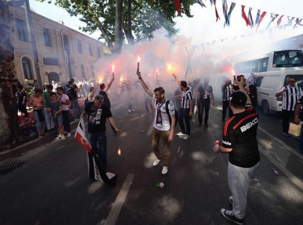Beşiktaş taraftarı kutlamalara erken başladı 37